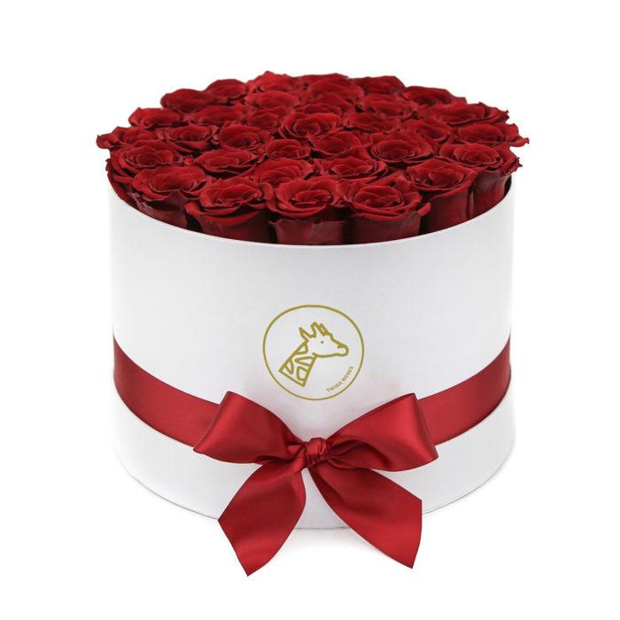 Шляпная коробка medium 45-55 алых роз