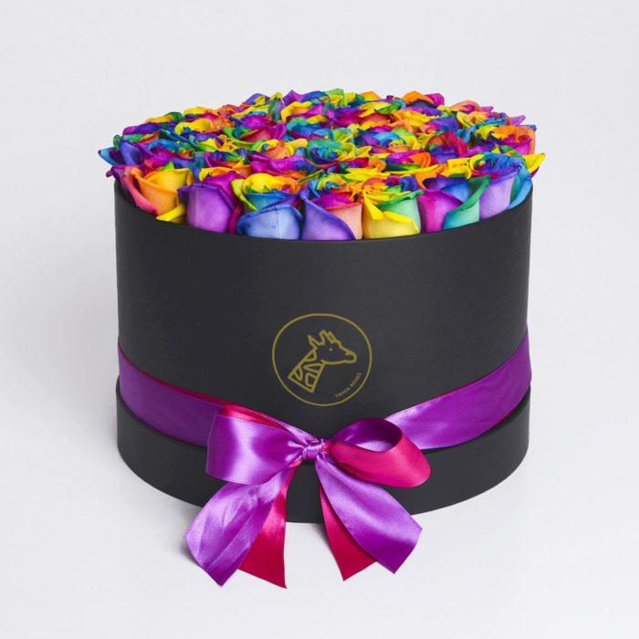 Шляпная коробка medium 45-55 радужных роз