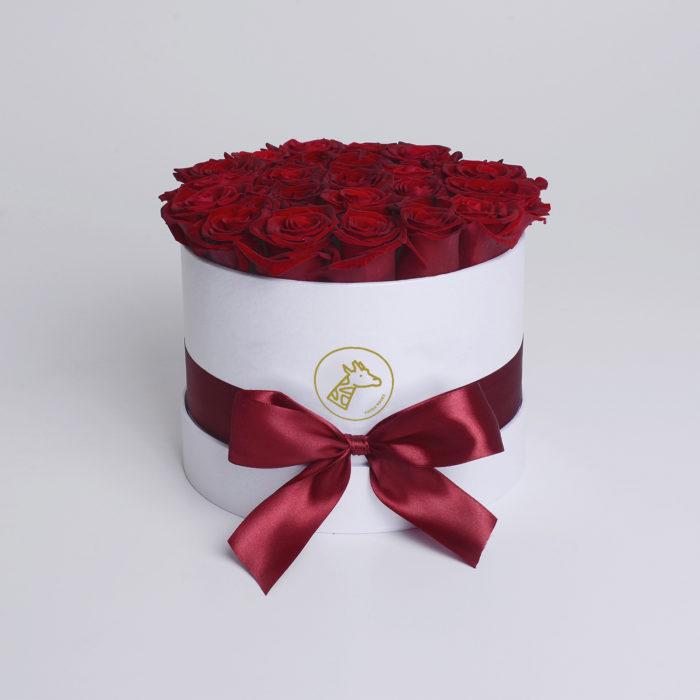 Шляпная коробка small 17-25 алых роз