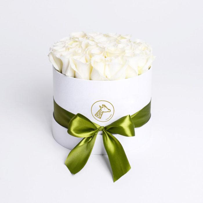 Шляпная коробка small 17-25 белых роз