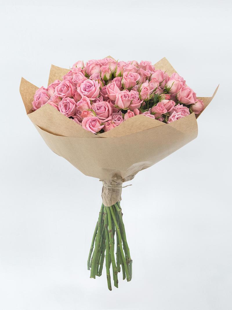Ранункулюсы, маленький букет из роз фото
